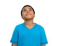 Rozważnej amerykanin afrykańskiego pochodzenia chłopiec Przyglądająca Up wysokość Zdjęcia Royalty Free