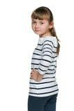 Rozważni małych dziewczynek spojrzenia z powrotem zdjęcia stock