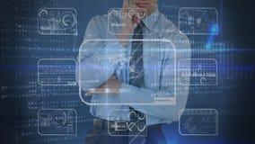 Rozważny biznesmena macania ekran z cyfrowym kodem