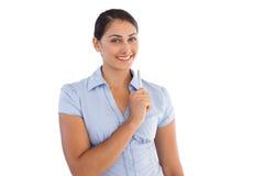 Rozważny uśmiechnięty bizneswoman trzyma pióro Zdjęcie Royalty Free