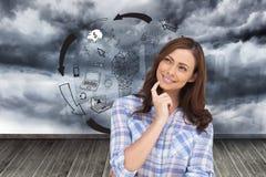 Rozważna kobieta umieszcza jej palec na jej podbródku Obraz Stock