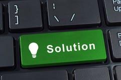 Rozwiązanie guzika klawiatura z ikony lightbulb. Zdjęcia Royalty Free