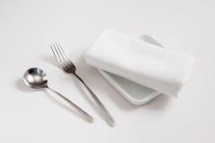 Rozwidlenie, łyżka, naczynie i tablecloth, Zdjęcia Royalty Free