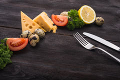 Rozwidlenie i nóż z pomidorem, ser, jajka Zdjęcia Royalty Free