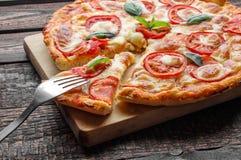 Rozwidlenie na plasterek pizzy Zakończenie Obrazy Stock