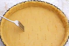Rozwidlenie robi dziury w surowej ciasto skrzynce Obraz Stock