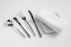 Rozwidlenie, sponn, nóż, naczynie i tablecloth, Fotografia Royalty Free
