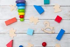 Rozwija drewniane zabawki dla dzieciaka tła szablonu teksta zabawki Zdjęcie Royalty Free
