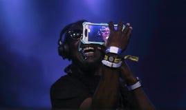 RP Boo Selfie durante a mostra viva da música eletrônica foto de stock