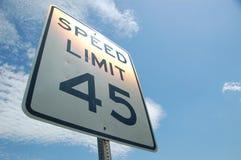 Rpad för hastighetsbegränsning 45mph tecken Arkivfoton