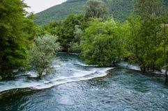 Rápidos del río de la montaña Foto de archivo libre de regalías