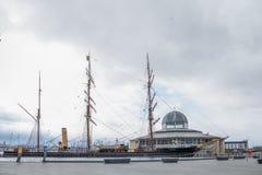 RRS-Entdeckung Dundee, die ein Dreimaster-manipulierter zus?tzlicher Dampfer ist, der f?r antarktische Forschung errichtet wird u lizenzfreies stockfoto