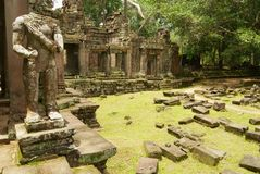 Rruins Preah Khan świątynia z ucinającym głowę stanem w Siem Przeprowadza żniwa, Kambodża Obraz Royalty Free
