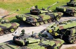 Réservoirs russes de militaires dans la ligne Photographie stock