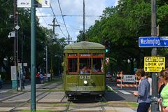 RTA-Straßenbahn-St. Charles Line in New Orleans lizenzfreie stockfotografie