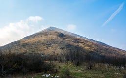 Rtanj-Bergspitze in Serbien berühmt für Pyramidenform stockfotos