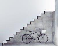 Rétro bicyclette avec le panier devant le mur en béton intérieur, Photographie stock