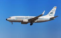 Rétro livrée de Tarom Boeing 737-700 Images libres de droits