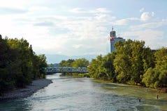 RTS-Hauptsitze und Vogel ` s nisten Brücke in Genf stockbild