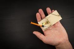 Råttfälla med sirynge injektionsspruta för böjelsedrogfokus Drogfälla Fotografering för Bildbyråer