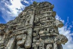 Ruína épico da escultura do Maya em Xpujil, Campeche, México fotos de stock