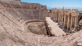 Ruína da cidade de Hierapolis em Turquia em Pamukkale imagens de stock