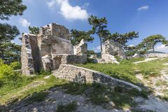 A ruína do castelo de Moedling em Áustria Fotografia de Stock
