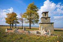 Ruína velha da construção no outono Fotos de Stock Royalty Free