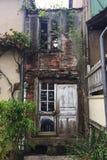 Ruína velha do restaurante na cidade do francês do pittoresque Imagem de Stock Royalty Free
