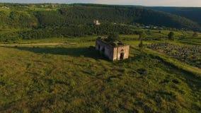 Ruínas aéreas da igreja e do cemitério filme