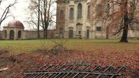Ruínas abandonadas da igreja vídeos de arquivo
