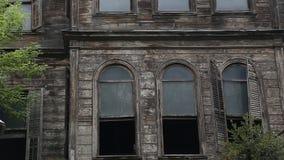 Ruínas abandonadas velhas da construção filme