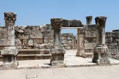 Ruínas antigas da sinagoga em Capernaum foto de stock royalty free