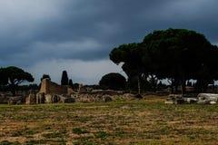 Ruínas antigas e paredes de Ostia Fotos de Stock