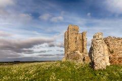 Ruínas antigas na paisagem inglesa rural fotografia de stock