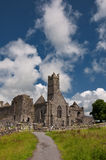 Ruínas antigas velhas do irish no ao oeste de ireland foto de stock royalty free