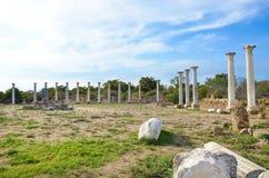 Ruínas bem preservados de salames da cidade antiga em Chipre do norte tomado em um dia ensolarado bonito foto de stock royalty free