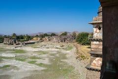 Ruínas da arquitetura antiga & do tanque de água seco na Índia de Mandav imagem de stock royalty free