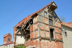 Ruínas da casa de apartamento da construção alemão Zheleznodorozhny, região de Kaliningrad Fotografia de Stock Royalty Free