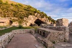 Ruínas da casa de campo de Tiberius em Sperlonga, Lazio, Itália fotos de stock