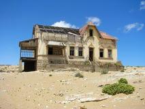 Ruínas da casa na cidade fantasma Kolmasnkop foto de stock