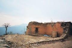Ruínas da casa velha do tijolo foto de stock royalty free