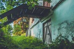 Ruínas da casa velha do tijolo de Tomasz Wawzecki Vila de Vidzy Imagens de Stock Royalty Free