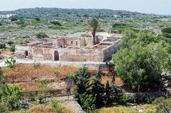 Ruínas da casa velha em Ekklisia Agios Nikolaos imagens de stock royalty free