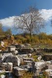 Ruínas da cidade antiga Diokaisareia na vila de Uzuncaburc Fotos de Stock Royalty Free