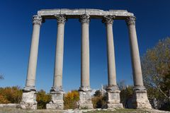 Ruínas da cidade antiga Diokaisareia na vila de Uzuncaburc Foto de Stock