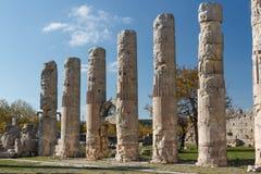 Ruínas da cidade antiga Diokaisareia na vila de Uzuncaburc Fotografia de Stock Royalty Free