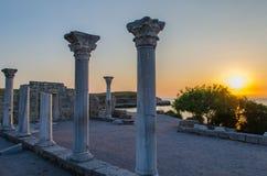 Ruínas da colônia Khersones do grego clássico. Por do sol, Sevastopol, Crimeia fotos de stock royalty free