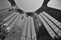 Ruínas da igreja alemão sem telhado Klosterkirche na Berlim central imagens de stock royalty free