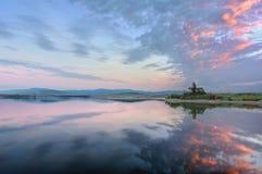 Ruínas da igreja de Azua com reflexões do reservatório Imagens de Stock Royalty Free